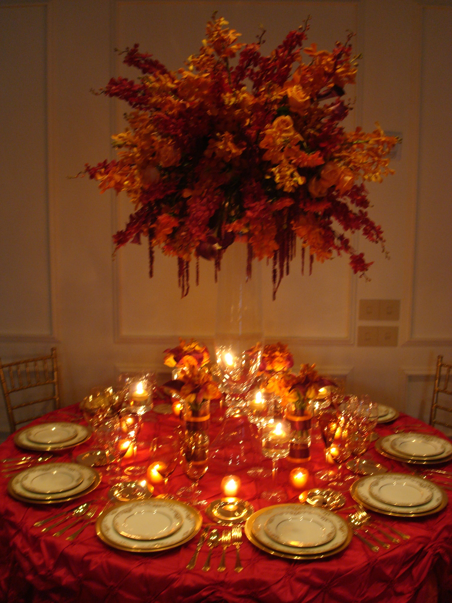 Table decorations on pinterest christmas table settings for Table arrangements