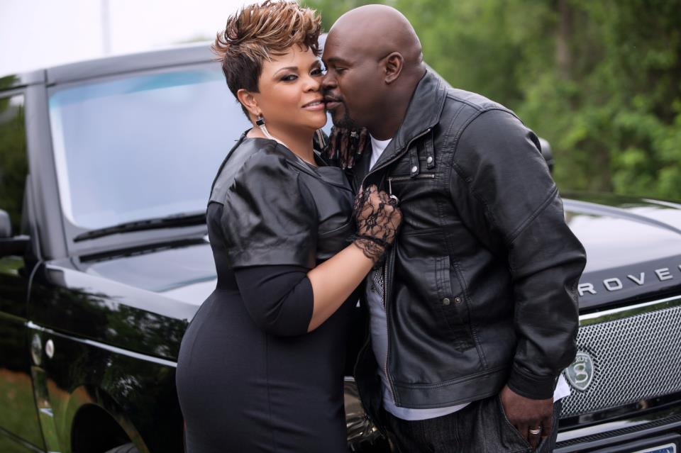 http://blackbridalbliss.com/wp-content/uploads/2013/04/tamela-and-david-mann-in-all-black-on-black-bridal-bliss.jpg