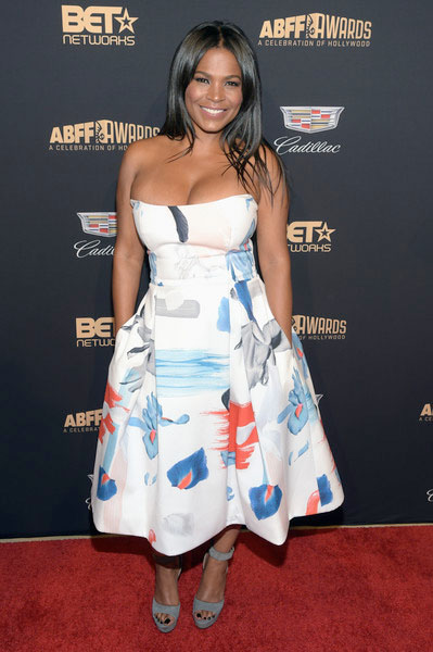 What do you think about this strapless beauty worn by Nia Long?