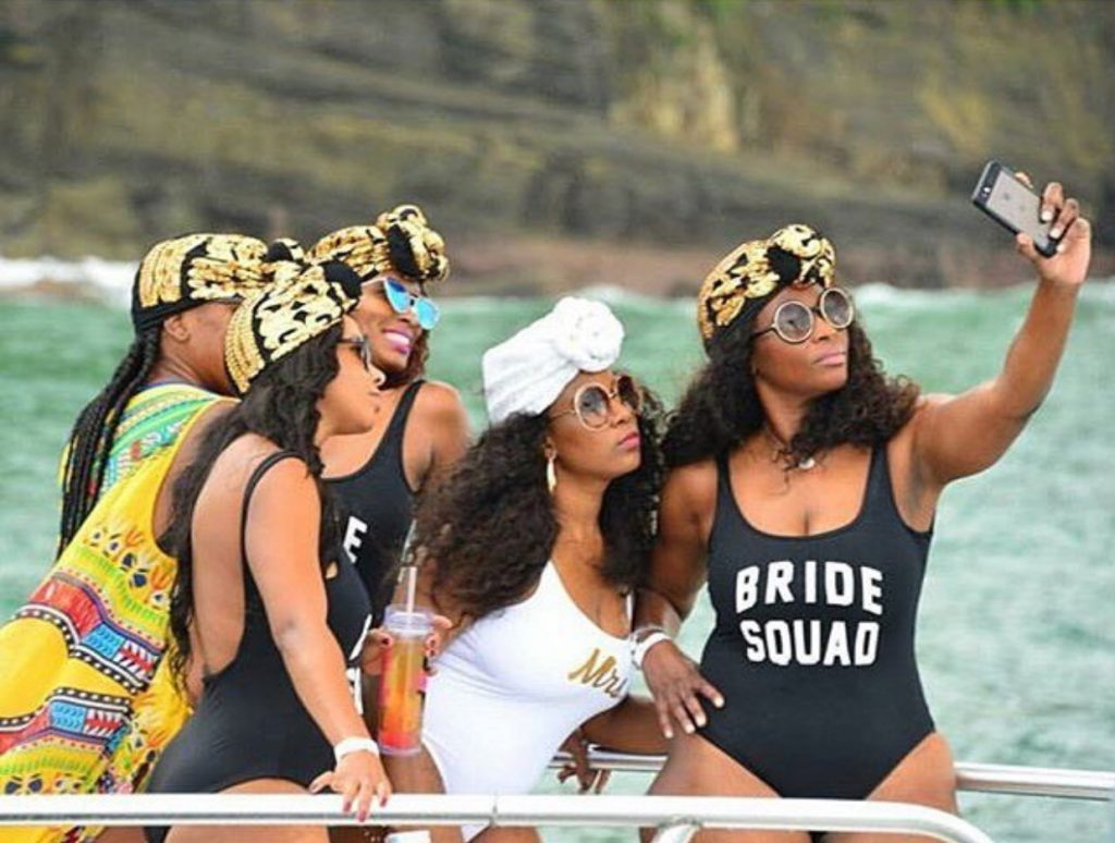 What do you think of this bride and her babes? #BRIDALPARTYGOALS